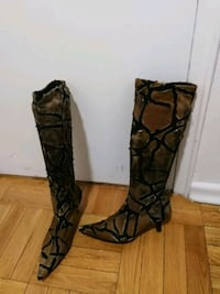 Slip on stretch boot mead in Italy  Toronto, M4V 1B9
