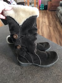 Women's Beartraps Stay Dry System Winter Boots. Perfect condition.  Size 6.5   Swan, 50252