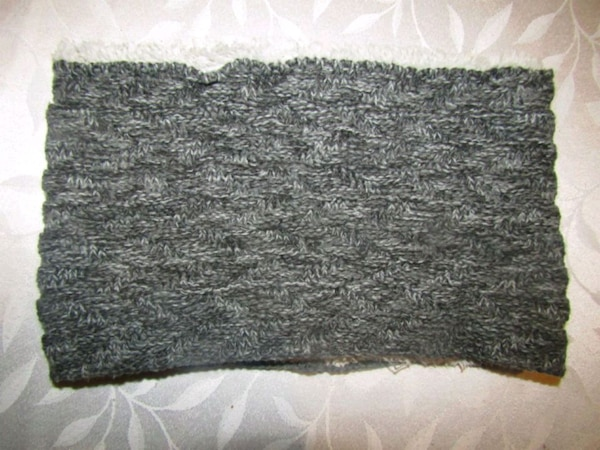 Mens gray and black neck warmer