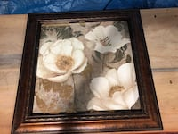 "26""W x 26""H Wooden Flower Picture Frame in Excellent Condition! Miami, 33175"