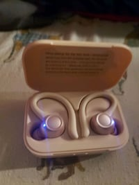New wireless bluetooth earbuds  Summerville, 29483