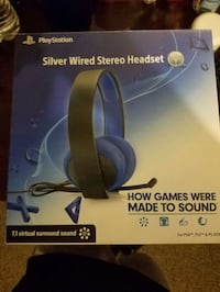 Silver wired headphones Fresno