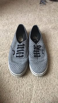 pair of gray Nike low-top sneakers Xenia, 45385