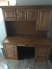 Solid oak desk with hutch Sykesville, 21784