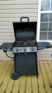Charbroil grill 3 burners+1side Hagerstown, 21742