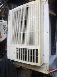 white window-type air conditioner London, N5Z 2E8