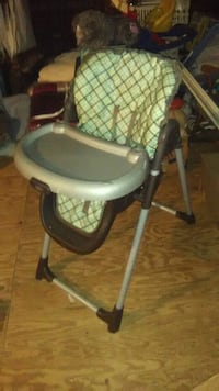 Green and brown graco high chair  Severn, 21144