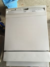 White dishwasher Waterdown, L9H 7B7