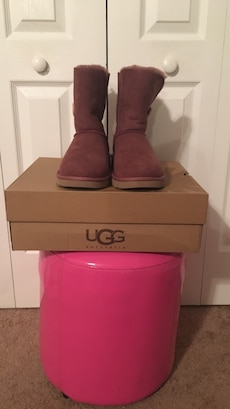 brown ugg boots with box