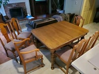 Oak dinning set 6 chairs and table St. Catharines, L2T 1Z7