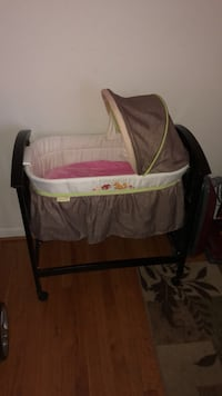 baby's white and black bassinet Linthicum Heights, 21090