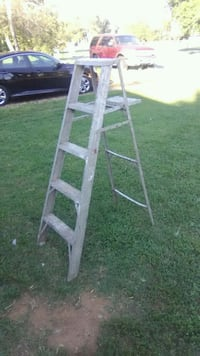 Step ladder  4 ft Roanoke, 24012