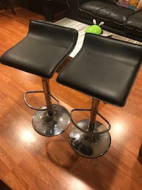 2 bar height chairs! Silver Spring, 20902