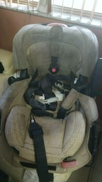 baby's gray car seat carrier Hialeah, 33012