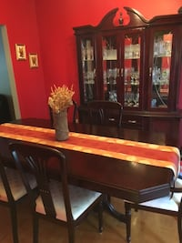 Dining Room Set Pointe-Claire