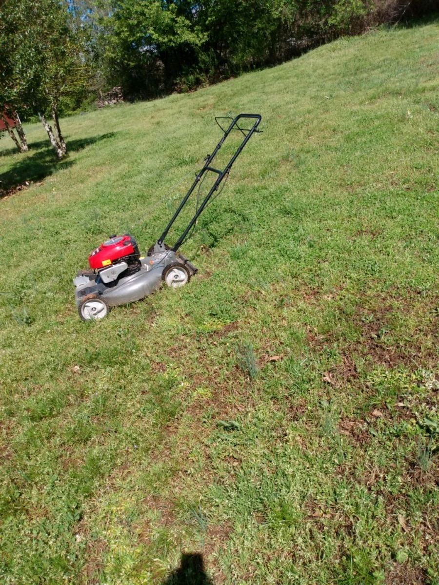 Photo Craftsman 22in'' self propelled lawn mower.