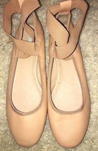 Cute nude Ballet Flats with elastic straps,sz 7. Puyallup, 98375