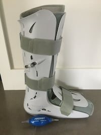 unpaired white and gray walking boot