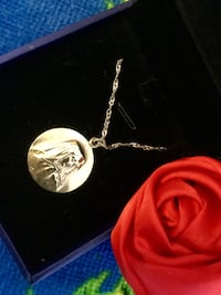 Sterling Silver necklace with around Pendant / Lady's accessories  comes  with gift box Alexandria, 22311