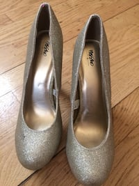 Pair of glittered gray mossimo heeled shoes Chicago, 60657
