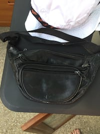 Black fanny pack Columbia, 21045