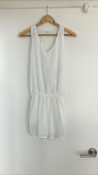 White romper with pockets size XL Toronto, M5A 0C4