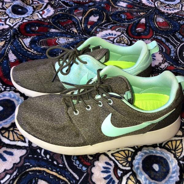 bcff732f369a Used Women s Nike Roshe Runs for sale in Aptos Hills - letgo