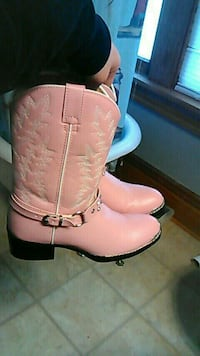 Pink kids cowgirl boots size 6