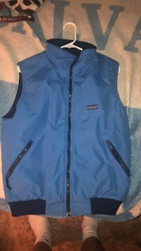 blue zip-up vest 43 km