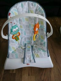 baby's white and green bouncer Kearneysville, 25430