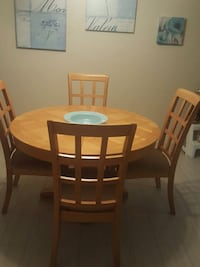 Six seater dining table with leaf Kitchener, N2M 1Y5