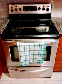 Black and stainless steele oven Toronto, M9C 0A5