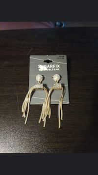 Brand New, never worn dangling earrings. Salem, 97301