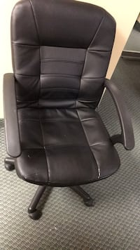 5 used office chairs for sale 557 km