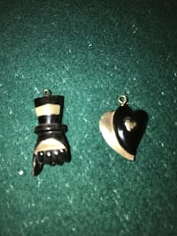 Two black pearl hand made in 24K gold Alfred and Plantagenet, K0B