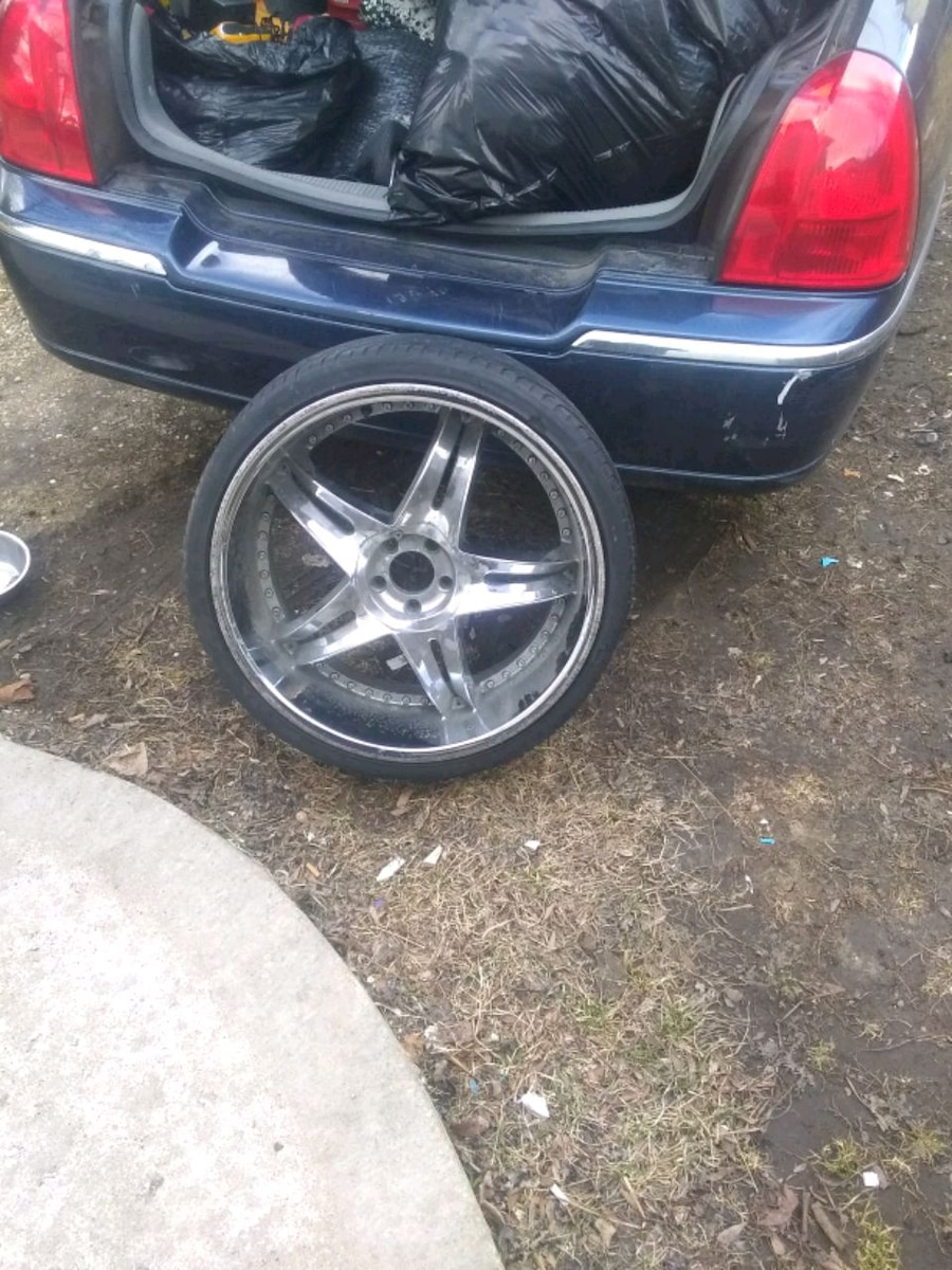 Photo 22 inch tires and rims in good shape tires have a lot of meat on them