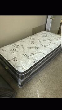 Twin Mattress with boxspring  Los Angeles, 90042