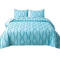 More Than Half Off King Size Quilt Set  Aurora, L4G 6T5