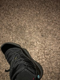 unpaired black leather low-top sneaker San Jose, 95111