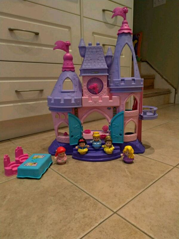 Fisher Price Little People® Disney Princess Songs  375249c8-d077-45ab-9ebe-e5fe01d2a9c4