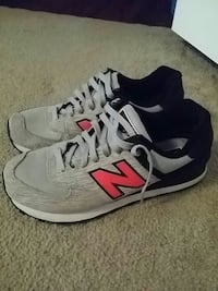 pair of gray New Balance low-top sneakers Mobile, 36695