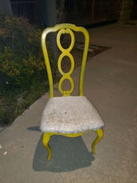Chair  free to the person who will come pick it up thursday