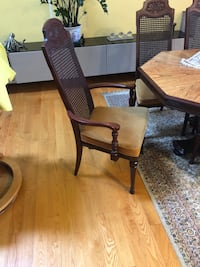 Octagonal solid wood table with chairs Windsor, N8S 3M4