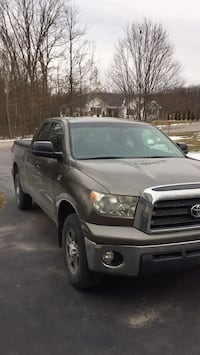 Truck 2008 toyota tundra 153000miles all highway interior  very good condition V8 4.7 engine runs great   must see