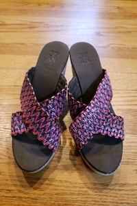 Women shoes size 7M Baltimore, 21209