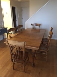 Solid Oak Table with leaf and six chairs West Vancouver, V7T 1H7