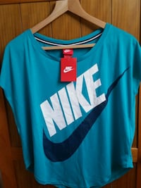 Brand new Nike t-shirt in size S