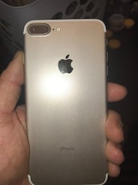 rose gold iPhone 7 Plus Mc Lean, 22101
