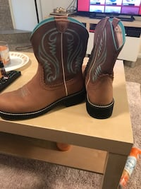 Pair of teal-and-brown round-toe cowboy boots Prineville, 97754
