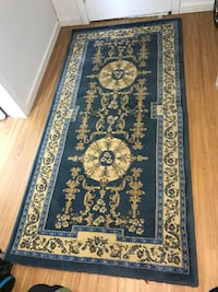 Blue and creamy area rug  Vancouver, V5Z